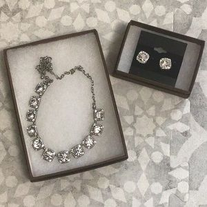 Jewelry - Sparkling necklace and earrings set